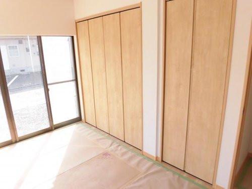 南東側洋室の収納スペース