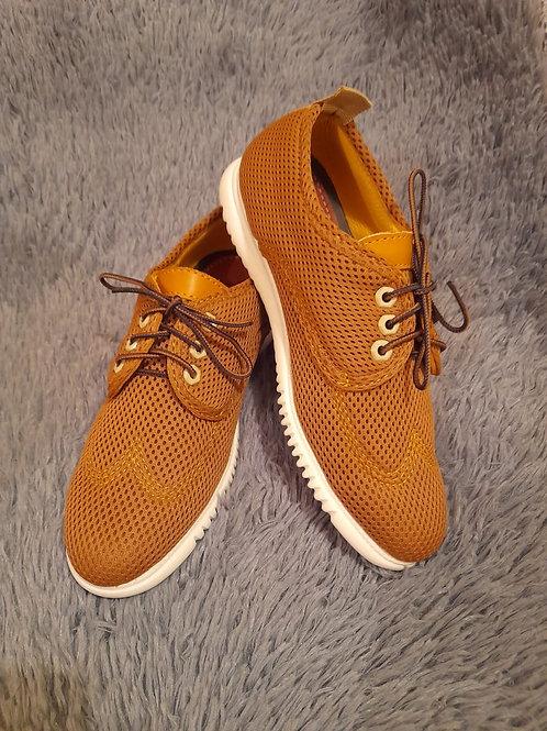Zapatos en piel y tela transpirable de diseño ergonómico