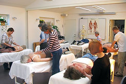 Undervisning i kropsterapi.