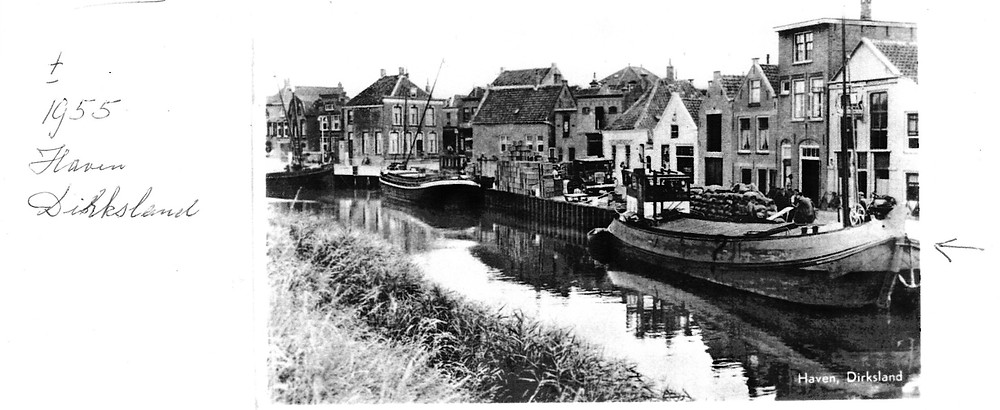 Courier in de haven van Dirksland 1955