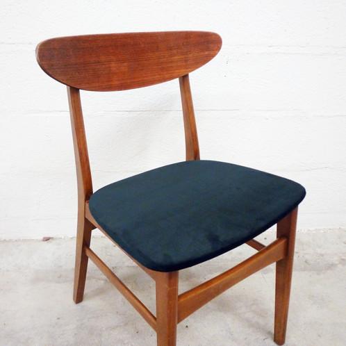 superbe chaise aux lignes retro en teck et re tapisse en velours noir annes 50 - Chaise Danoise