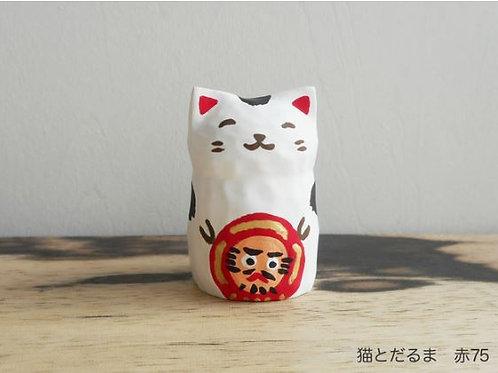 Wood carving : Cat and daruma
