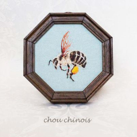 Embroided wall hanging : Japanese honey bee