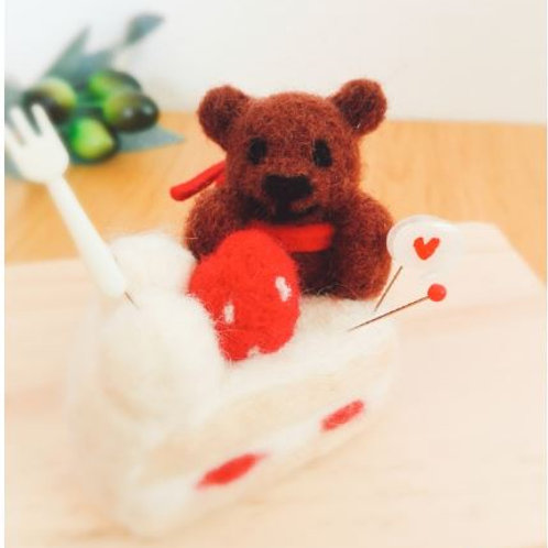 Pincushion : Bear with strawberry cake