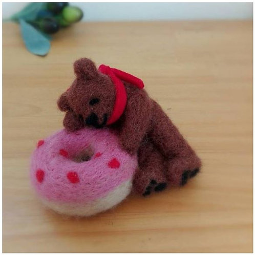 Pincushion : Napping bear with doughnut