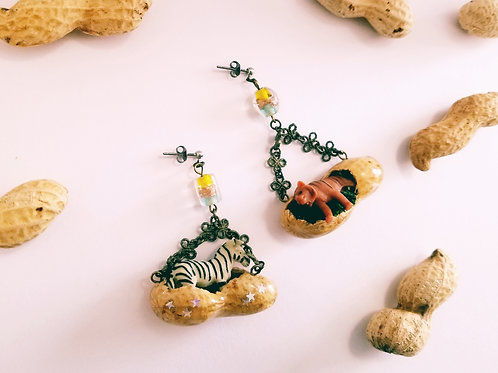 Pierced earring : a tiger and a zebra