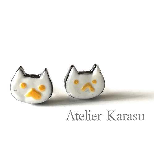 Cat pierced earrings : White