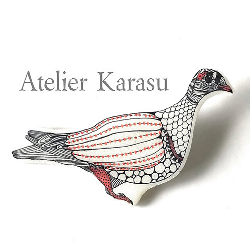 Birds brooch : Pigeons or parakeet