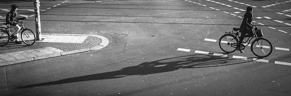 Lange Schatten - Berlin Ecke Schönhauser