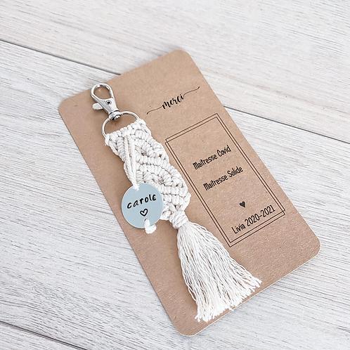 Maitresse - Porte clé macramé avec médaillon gravé