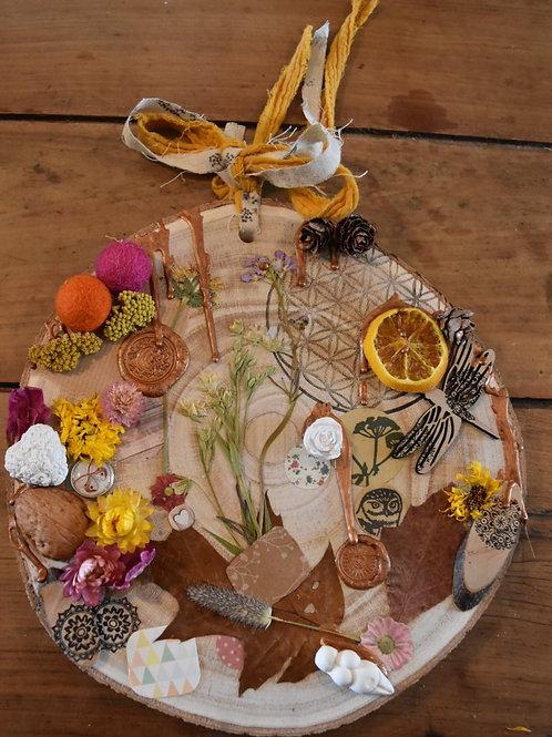 Amulette sur bois