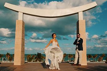 boho-bride-and-groom-in-beach-wedding.JP