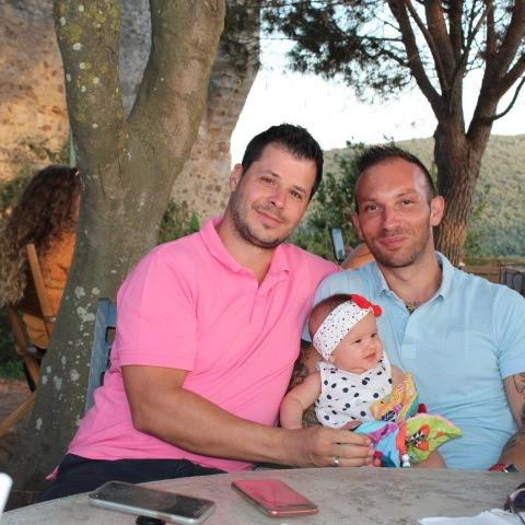 Guillaume, Greg et leur fille Lilly