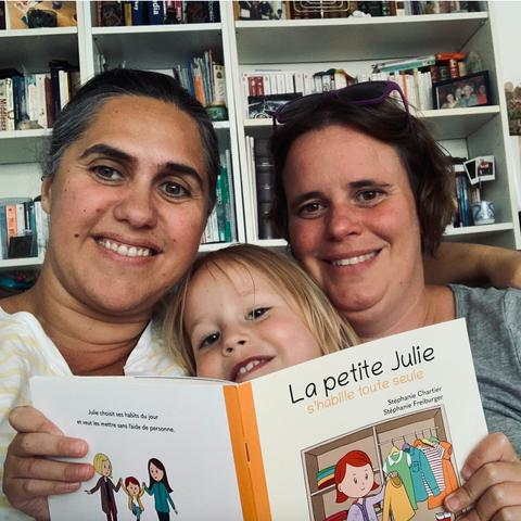 Stéphanie, Laetitia et leur fille, Héloïse.
