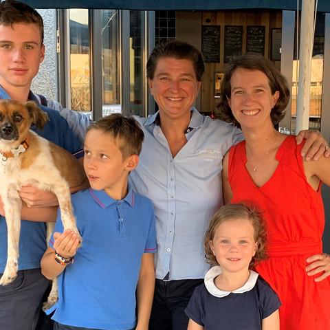 Hélène, Catherine et les 4 enfants