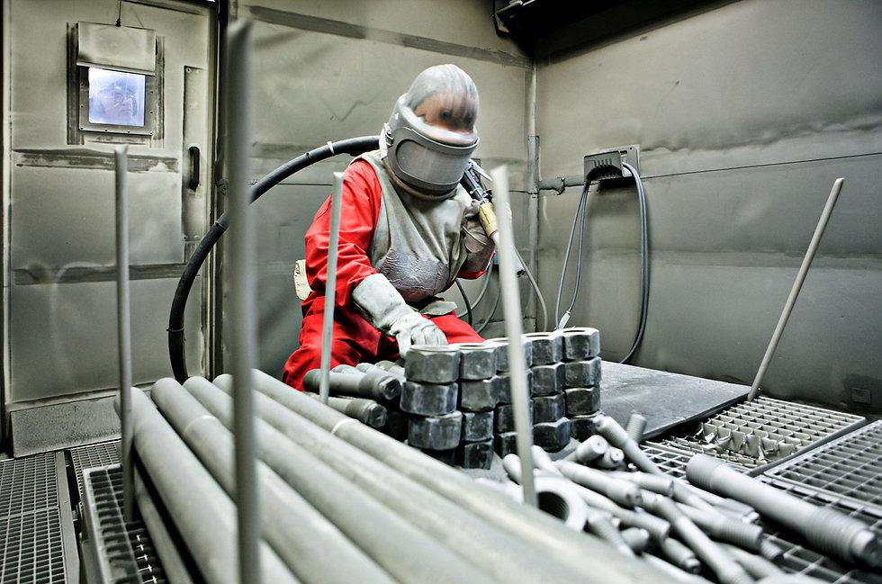 Reinigungsversuch radioaktiv verseuchter Metallteile beim AKW-Rückbau durch Kugelstrahlen