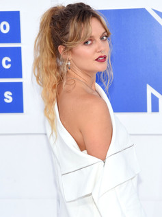 tove-lo-mtv-vmas-red-carpet-arrivals-201