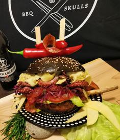 Black Pearl Surf&Turf Burger im BBQ Skulls Style