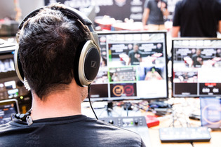 Am Livestream-Regiepult