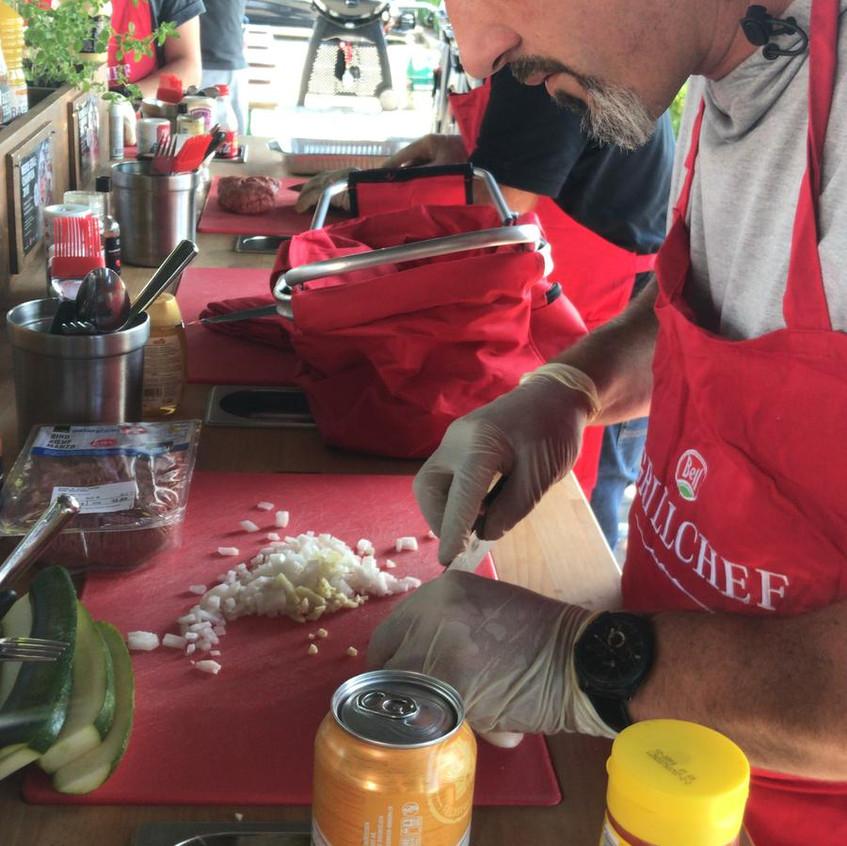 Zwiebeln schneiden auf professionelle Art
