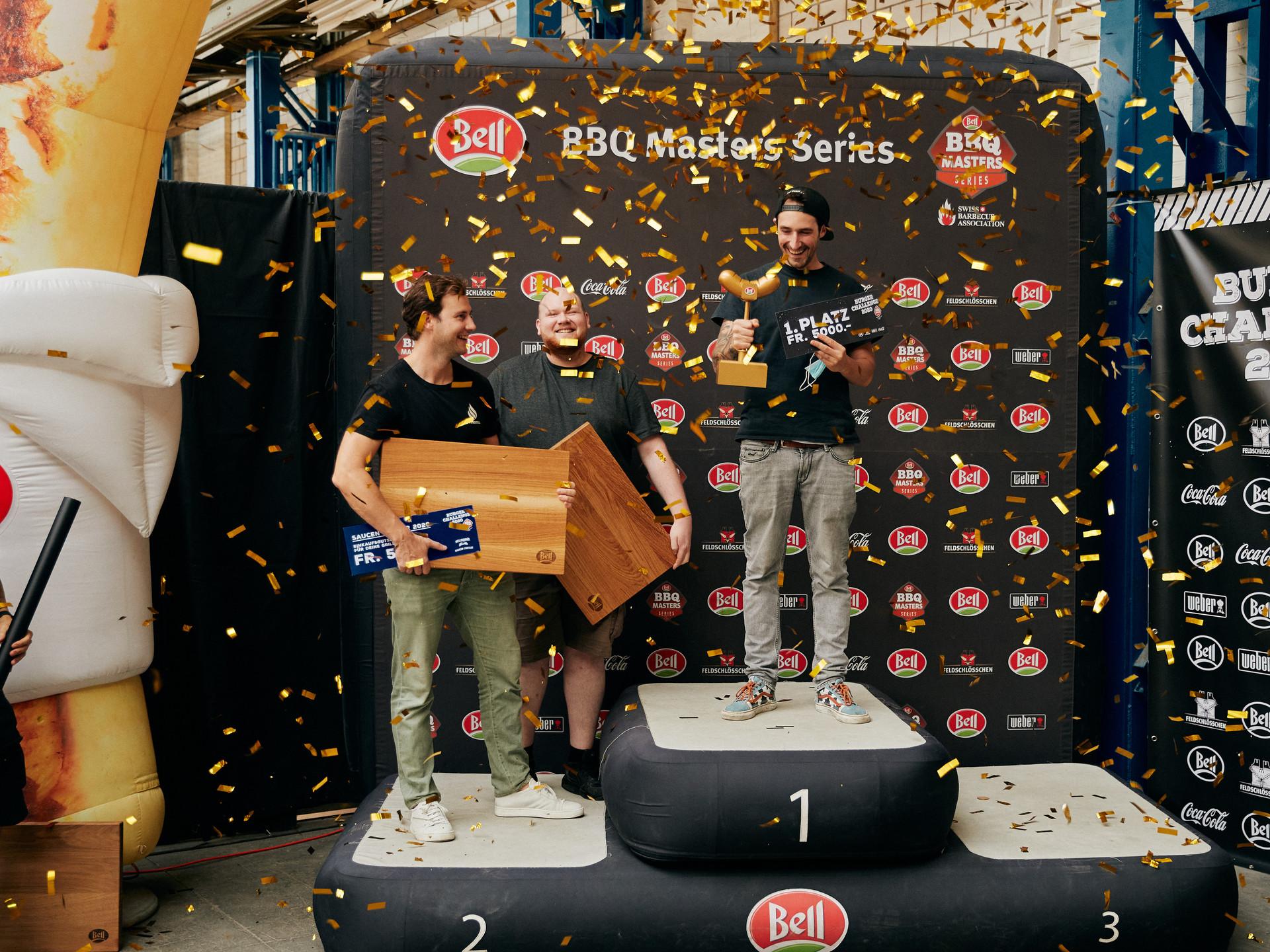 Das Siegerpodest der Burger Challenge 2020 - Sieger Linard Lüchinger (rechts) mit den punktgleichen Zweitklassiergen Darius Kny (links) und Joel Dussex (Mitte)