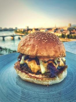 Classic Fyyrstell Cheeseburger