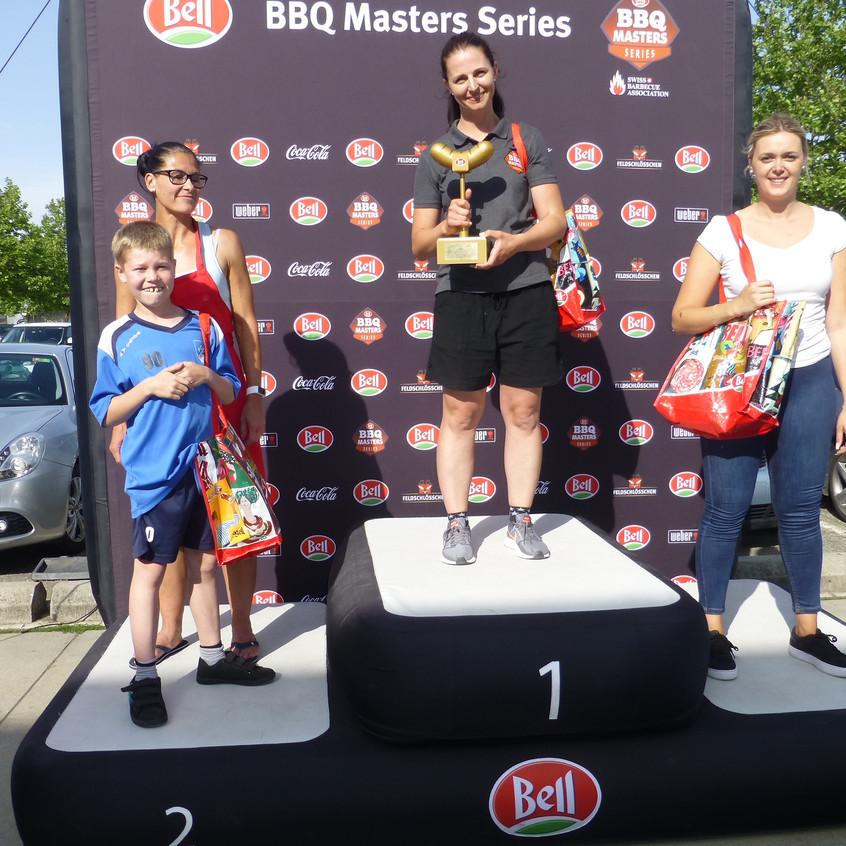 Erfolgreiche Grillfamilie Keller II - Claudia Keller mit Sohn Louis auf Platz 1