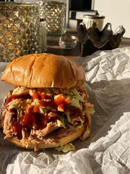 Pulled-pork-Burger mit Coleslaw