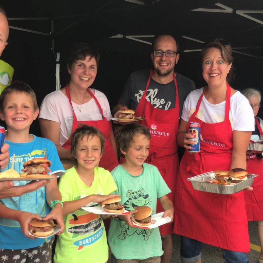 Familienfreuden_über_die_glungenen_Burger