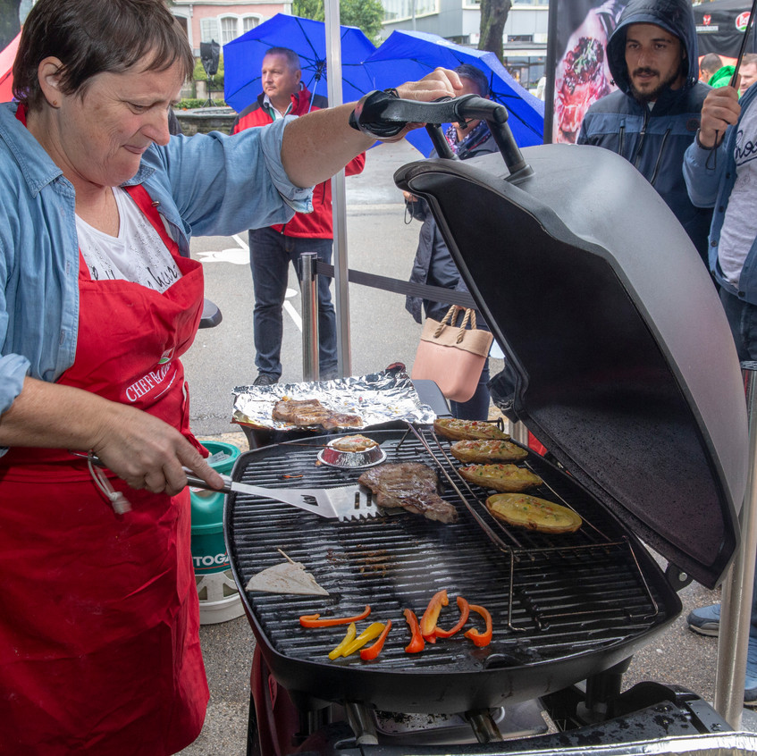 Rita Zingg im Einsatz an den Bell BBQ Si