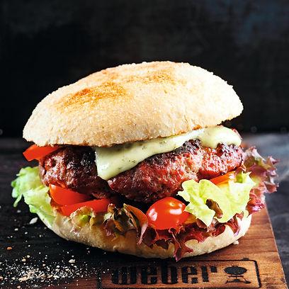 Burger mit Steinpilzen, Tomaten und Pest