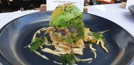 Zanderburger im Wasabi Bun; mit Limetten Mayo mit Oxali und Gegrillter Orangen Fenchelsalat