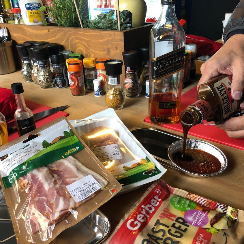Mit_BBQ-Sauce_für_den_Grillgeschmack