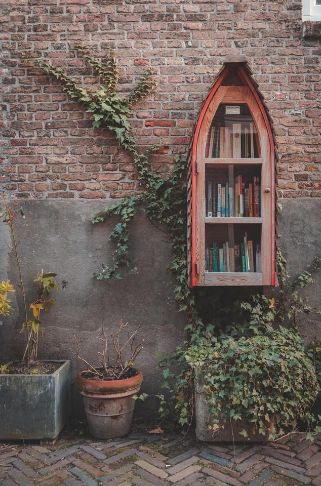 Mini bibliotheek om de hoek