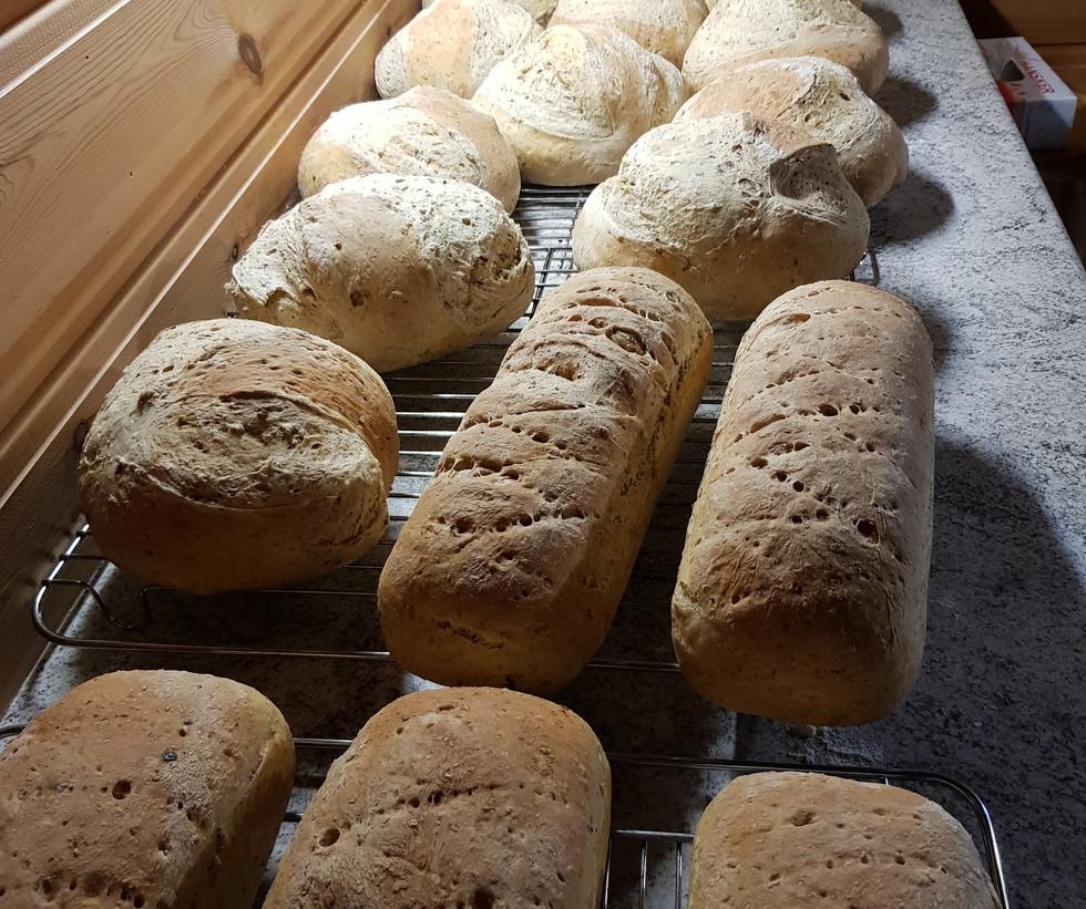 Berit Pettersen bakte brød til hele oktober.