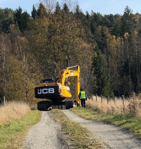 Lørdag 17. oktober: Store maskiner på veien i deilig sol!
