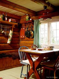 Koselig kjøkken med spiseplass
