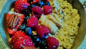 Warm Detox Breakfast: Porridge with Healthy Toppings