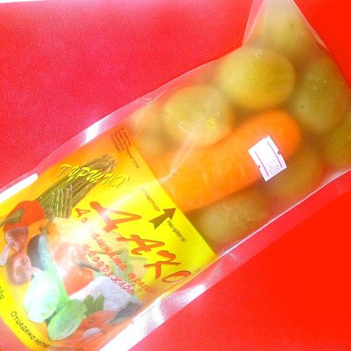 Соленье, помидоры и морковка