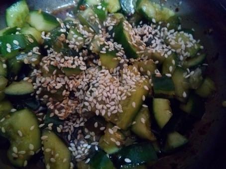Салат из битых огурцов, взрыв вкуса!