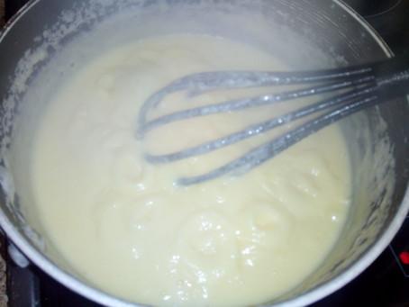 Заварной крем особый, можно сьесть до того, как намажете на торт