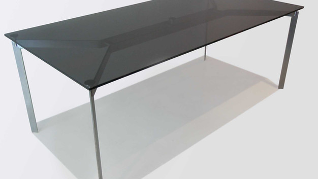 Strukt Table