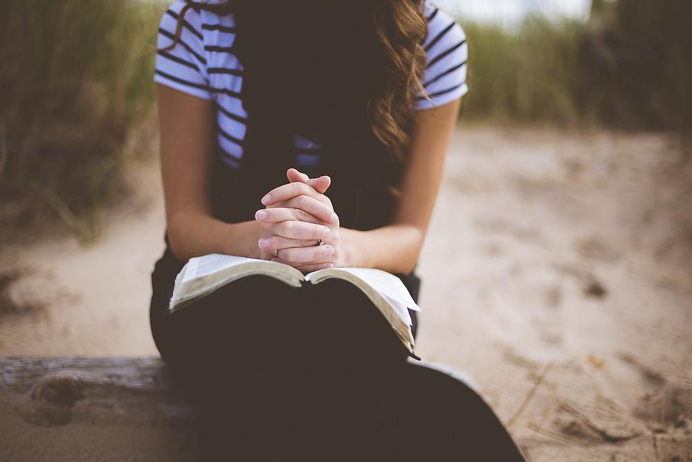 Baha'i lady praying
