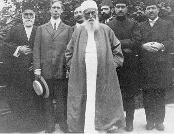 `Abdu'l-Baha with a group of Baha'is in Chicago.