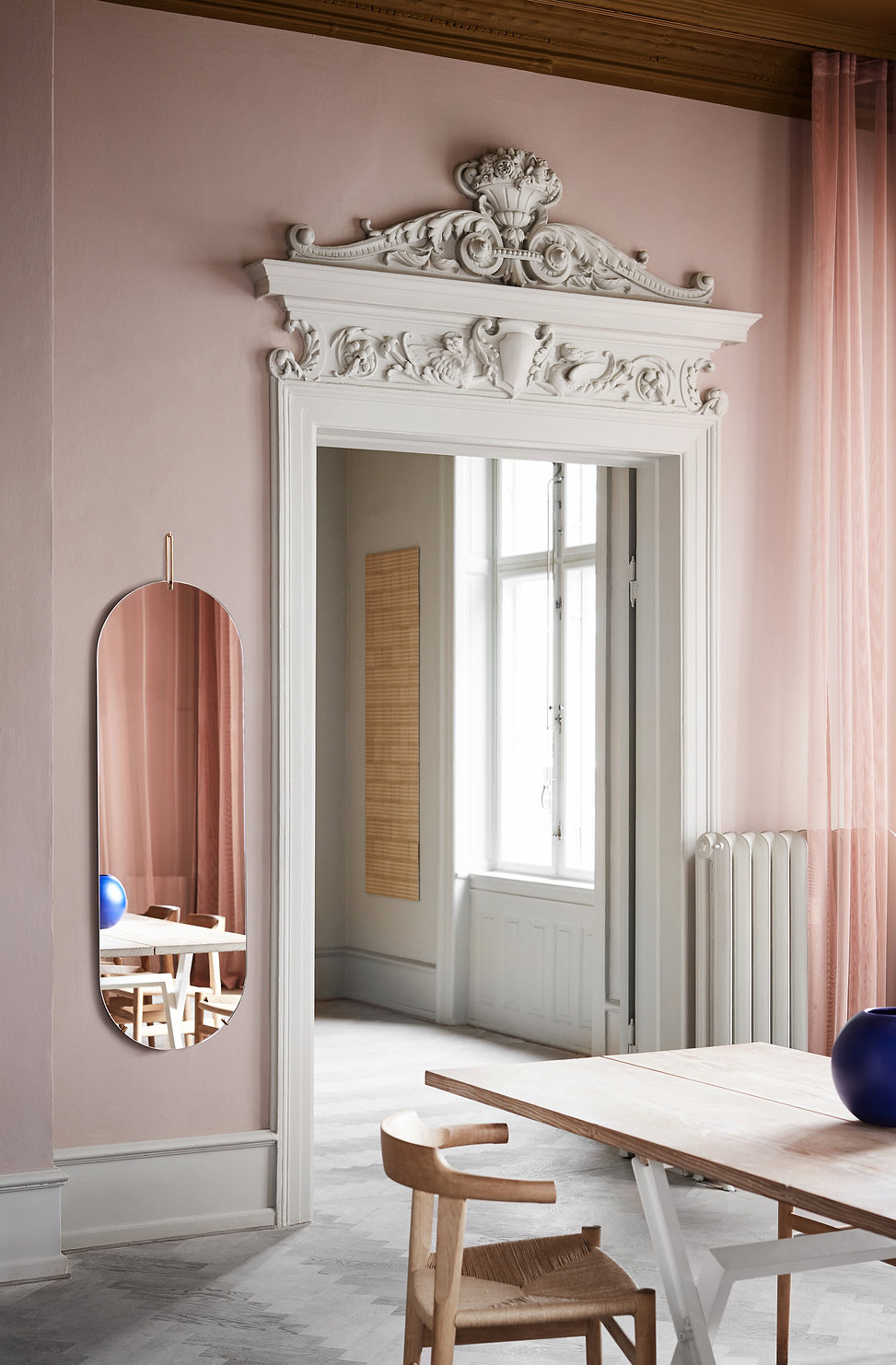 MOEBE_TALL-WALL-MIRROR_IN-CONTEXT_LOW-RE
