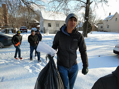 Michigan Muslims deliver toys on Christmas