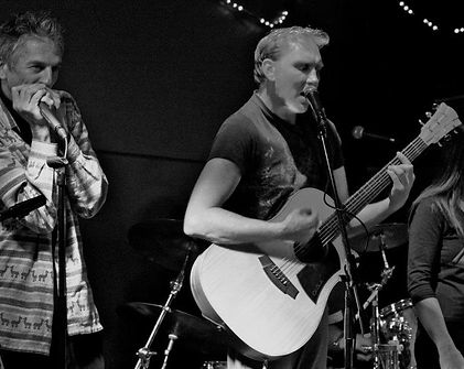 Brad Cole performing in Bundeena
