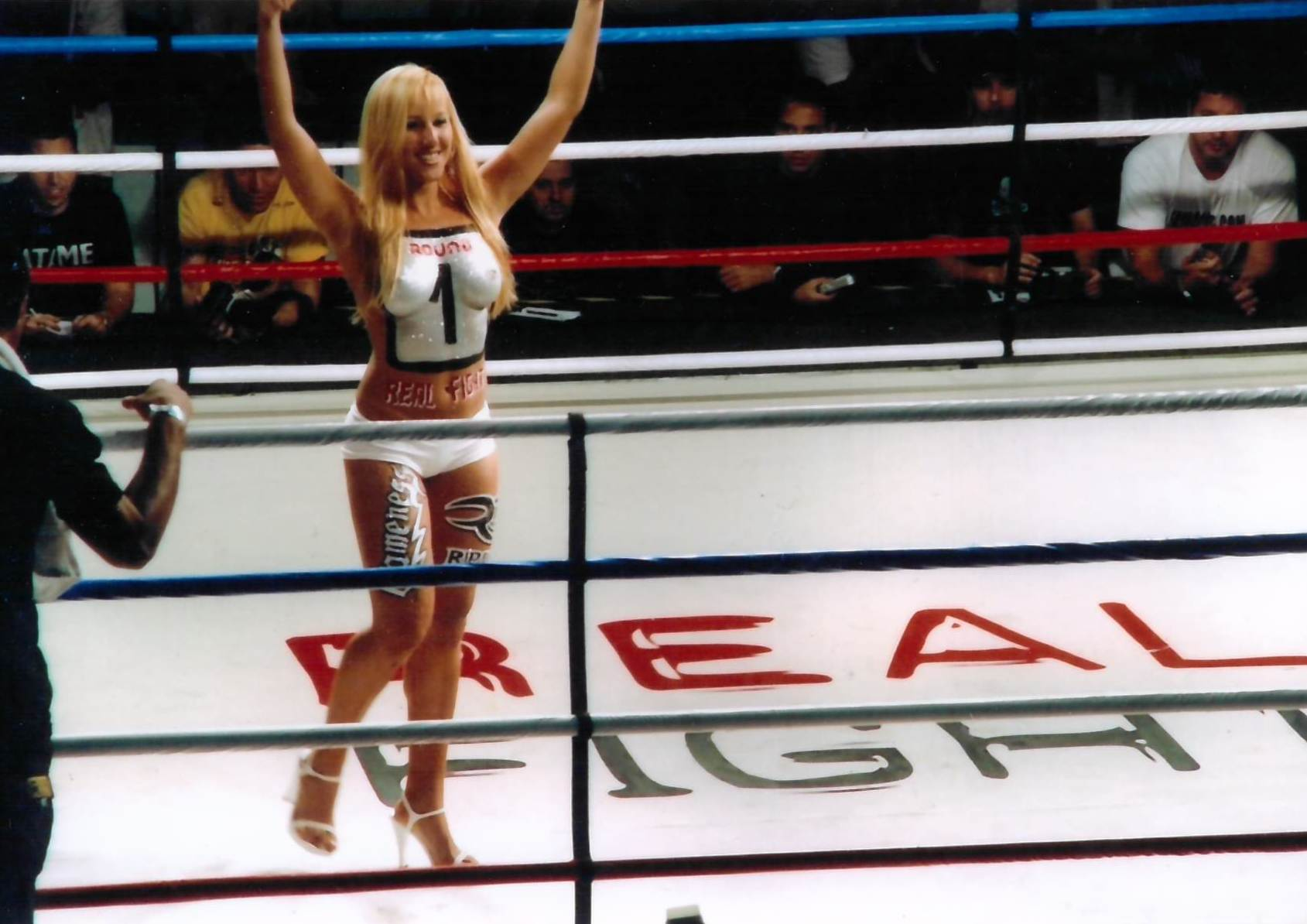 33 - Ring Girls