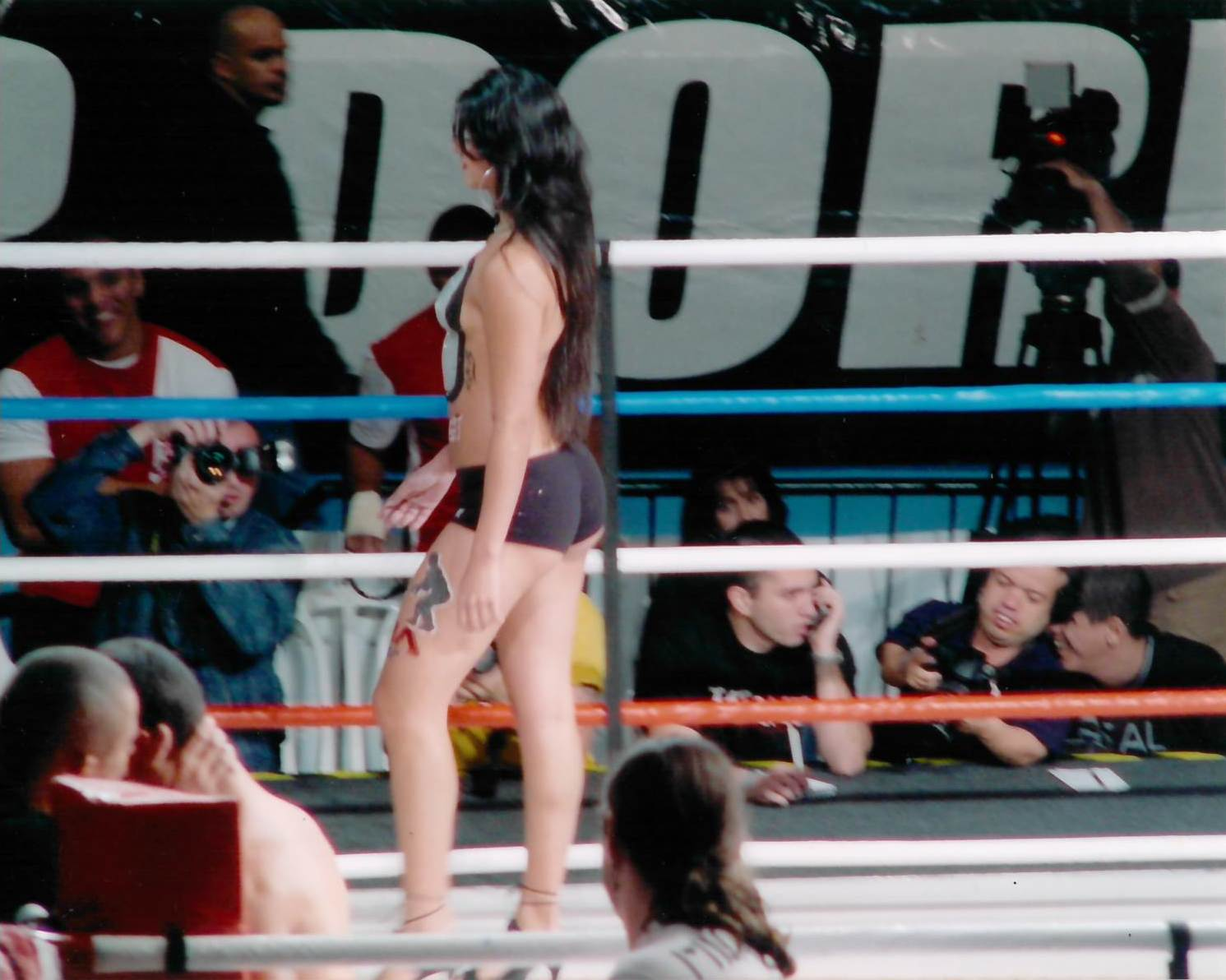 34 - Ring Girls