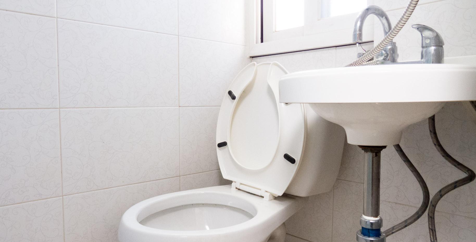 Standard A bathroom